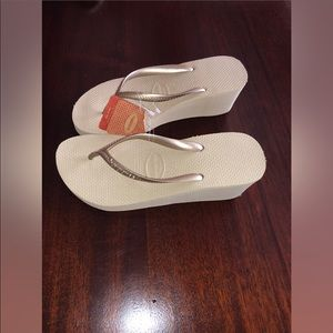 00c80cdef936 Havaianas Shoes - Size 8